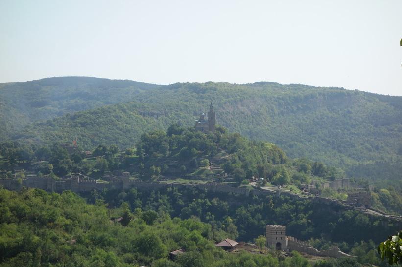 Tsarevets Fortress högt uppfrån Veliko Tărnovo.