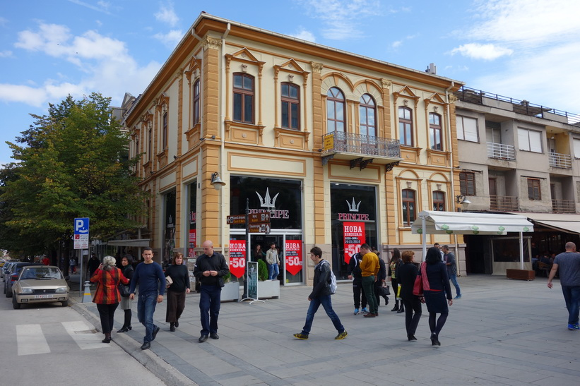 Arkitektur längs gågatan i centrala Bitola.