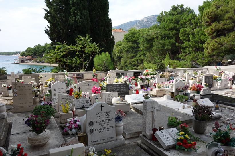 Den vackra kyrkogården vid Dominican Monastery, Bol.