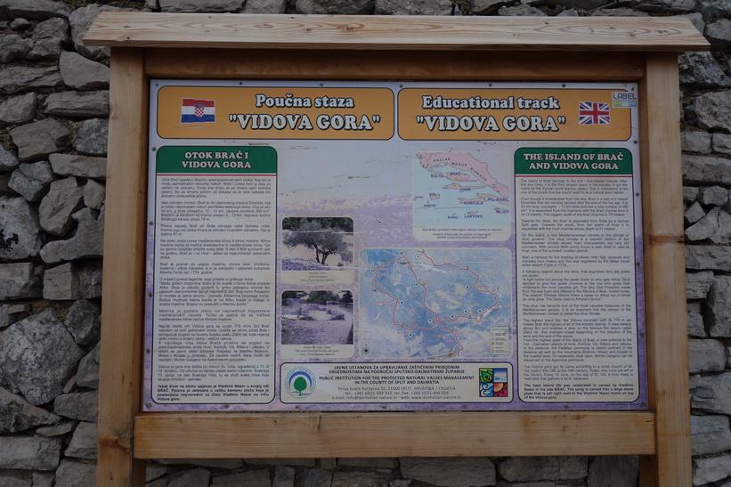 På toppen av Vidova Gora, 780 meter över havet.