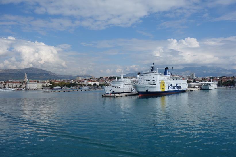 Hamnen i Split från färjan.