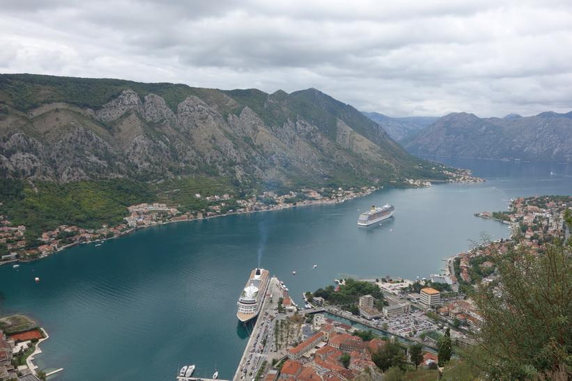 Utsikt över bay of Kotor från St John's mountain.
