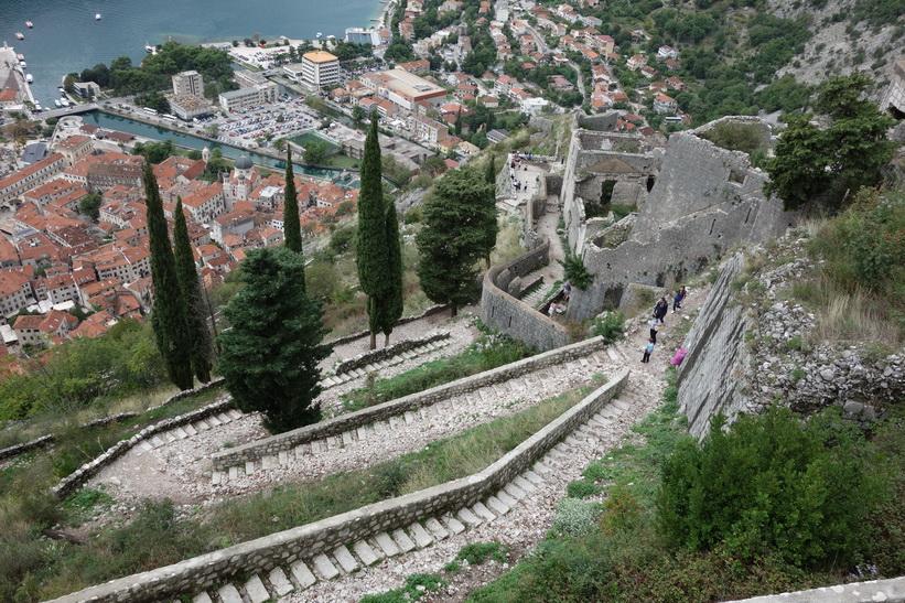 På väg ner från St John's mountain, Kotor.