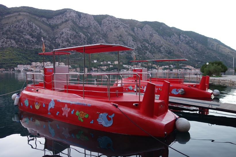 Ubåtar i hamen i Kotor.