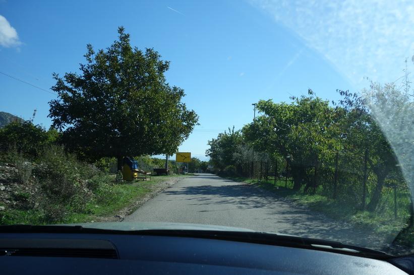 Någonstans i närheten av gränsen mellan Montenegro och Albanien. Vägen var jättesmal, kurvig och rätt så dålig bitvis den sista biten innan gränsen.