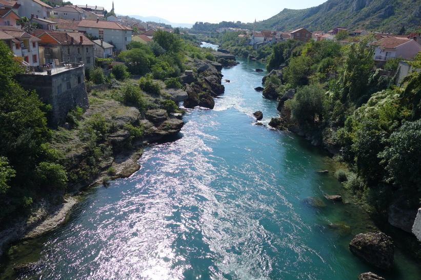 Vackra Neretva-floden i södra delen av Mostar.