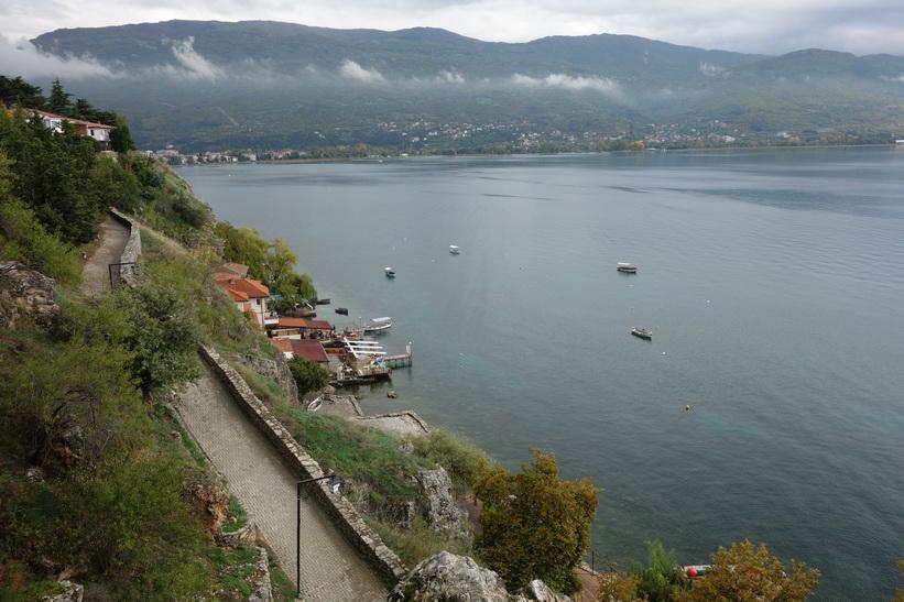 Utsikt över Lake Ohrid från Sankt Johannes kyrka, Ohrid.