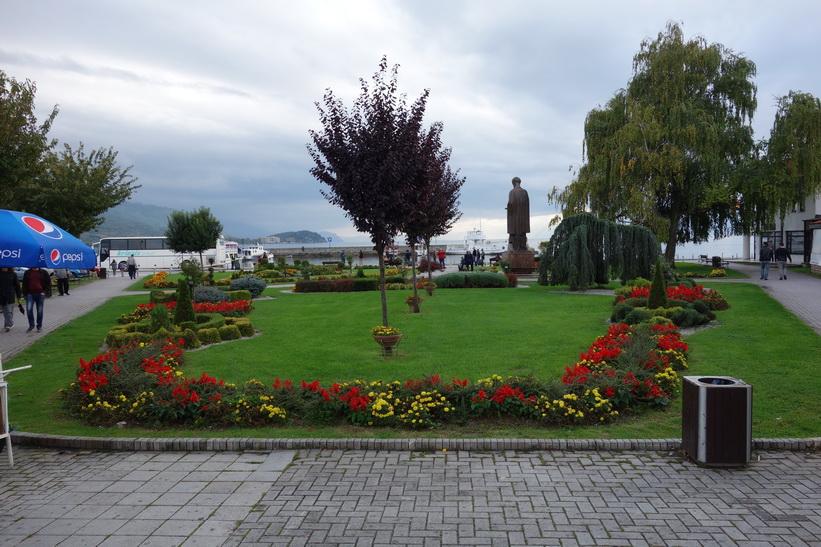 Parken vid stadstorget i centrala Ohrid.