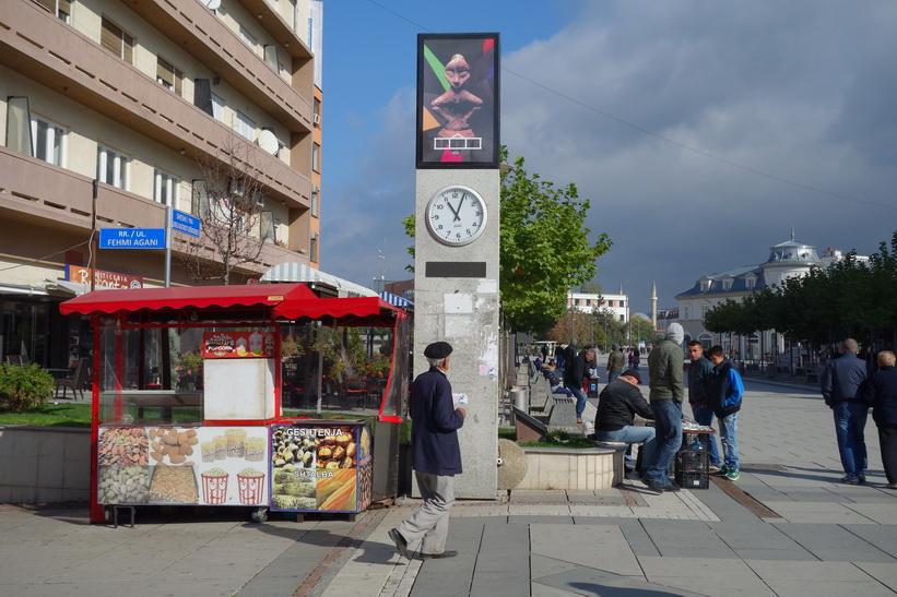 Gågatan Mother Teresa Boulevard, Pristina.