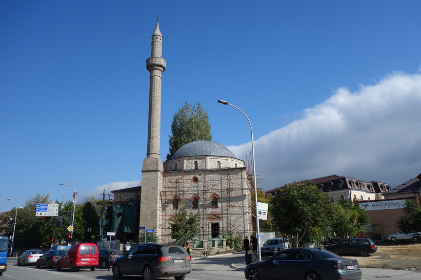 Moské i centrala Pristina.