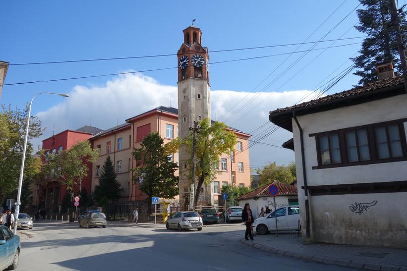 Klocktorn i centrala Pristina.