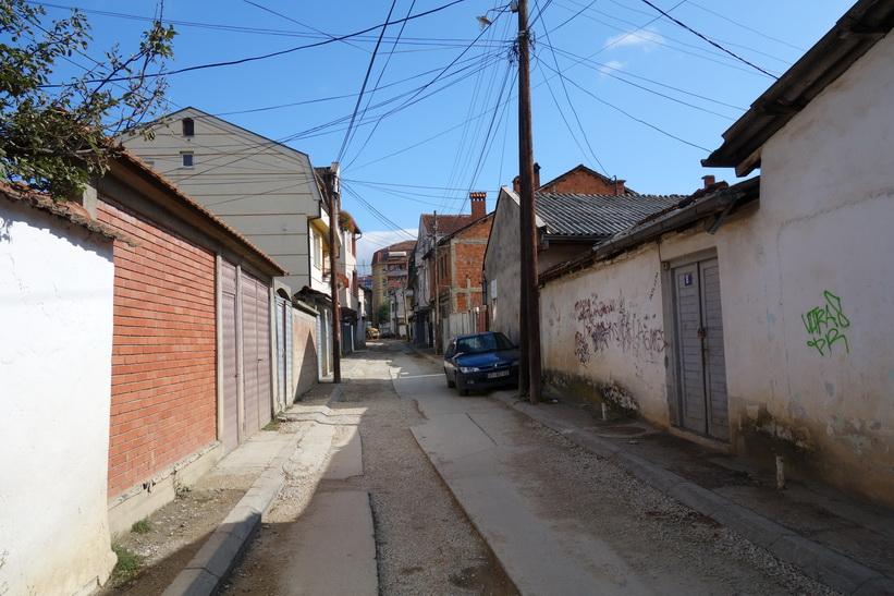 Gatuscen i centrala Pristina.