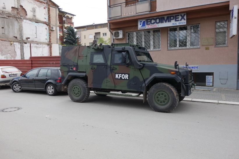 KFOR-jeep i centrala Pristina. Sedan 1999 är Kosovo under FN-administration.
