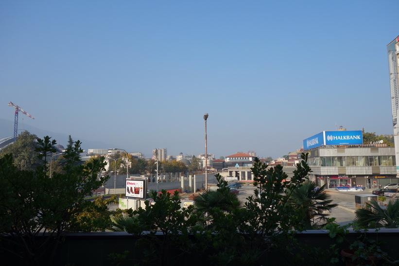 Så här såg det ut när jag tittade ut genom hotellrumsfönstret i morse i Skopje. På min sista dag denna fantastiska resa fick jag detta väder!