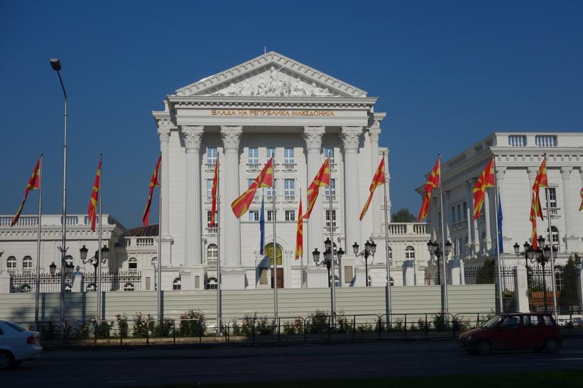 Regeringsbyggnader i centrala Skopje.