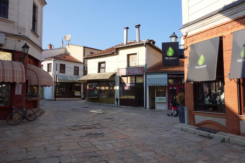 Gamla staden i Skopje, där jag började min dag i morse. Mitt hotell ligger också här.