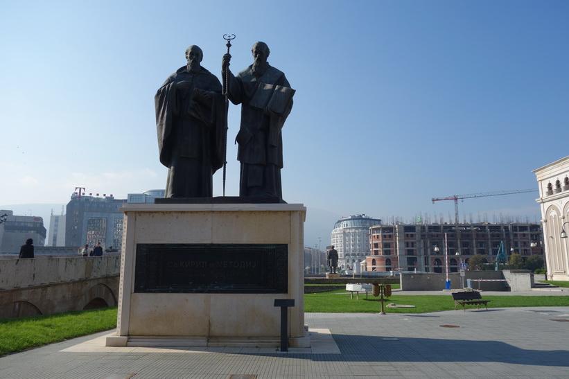 Statyer i centrala Skopje.