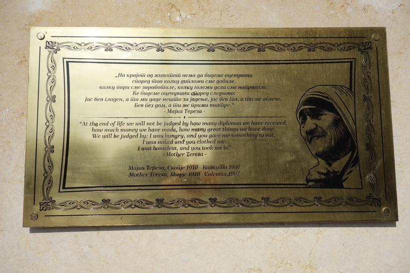 Citat av Moder Teresa i centrala Skopje.