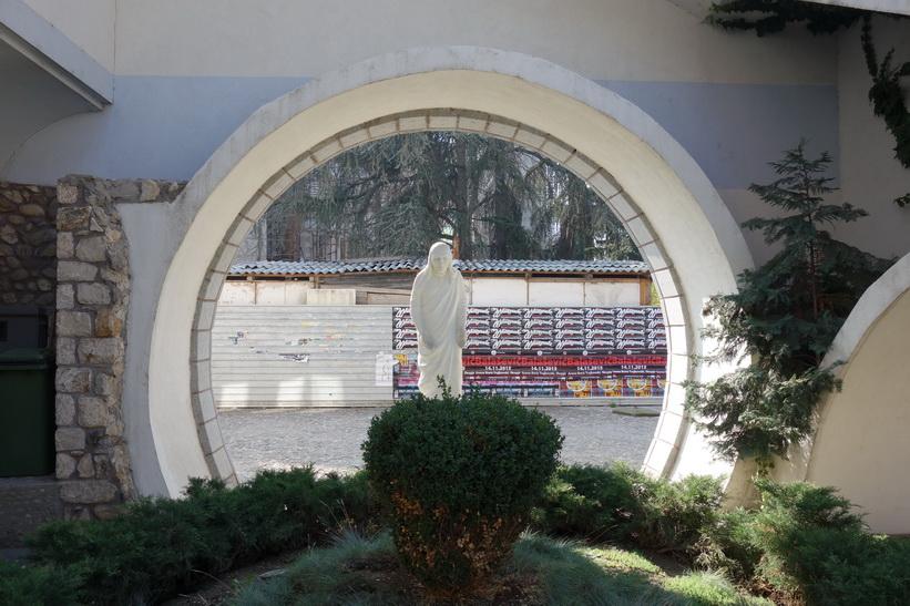 Staty av Moder Teresa vid The Memorial House of Mother Teresa, som invigdes under år 2009, Skopje.
