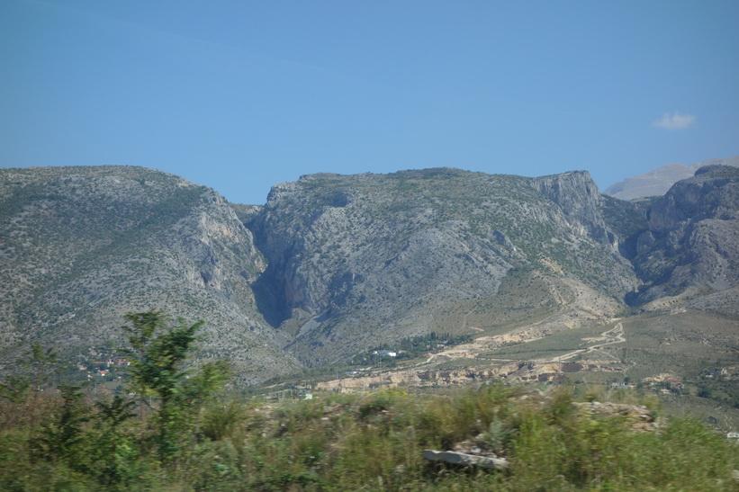 Bergen en bit söder om Mostar, Bosien & Hercegovina.