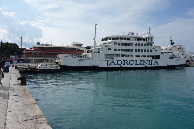 Här är jag i hamnen i Split för att kolla in lite färjetider.