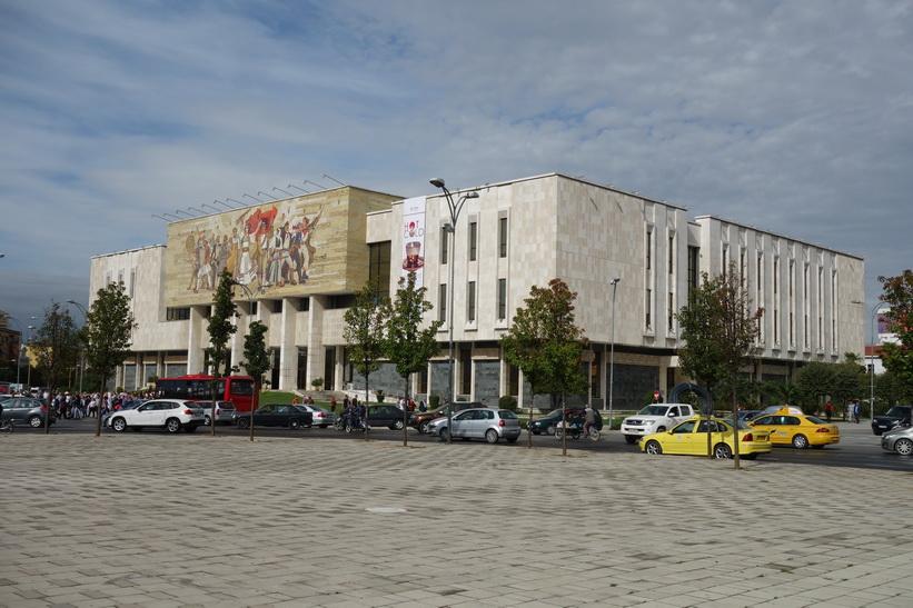 Nationalhistoriska museet vid Skanderbeg Square i centrala Tirana.
