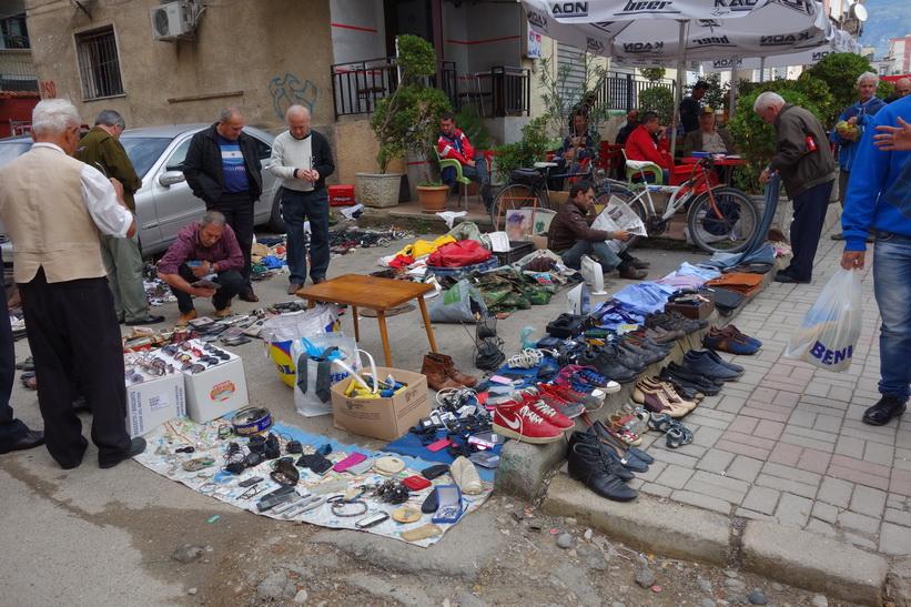Gatumarknad på gatan där jag bor, Tirana.