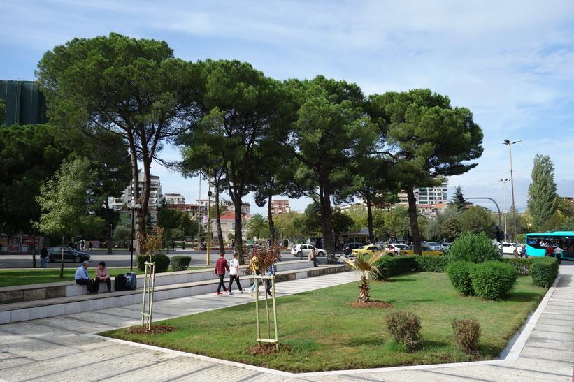 Parken vid Enver Hoxhas pyramid, Tirana.
