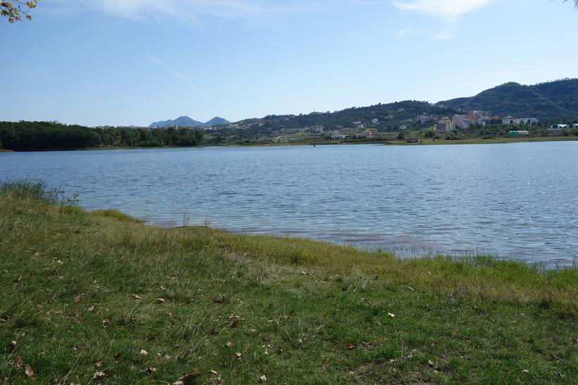Tiranas fina jättepark (Parku i Madh Kodrat e Liqenit).
