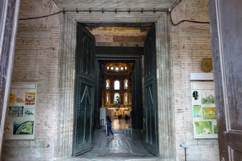 Entrén för turister till Hagia Sophia, Istanbul.