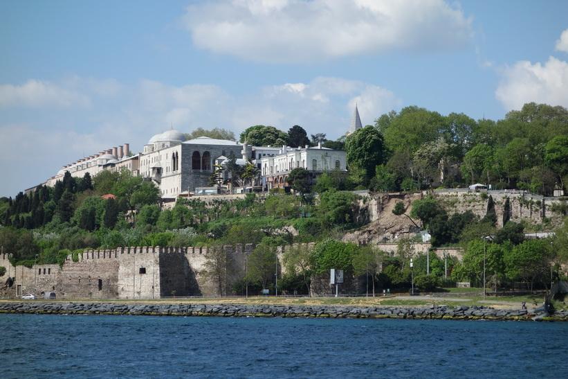 Del av Topkapi Palace sedd från färjan över till stadsdelen Kadiköy på den asiatiska sidan av Istanbul.