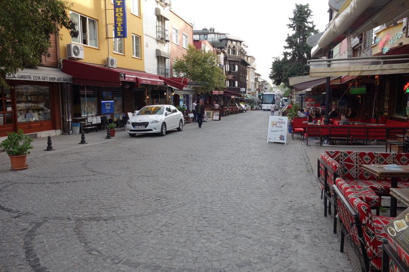 Gatuscen i kvarteret där jag bor, Sultanahmet, Istanbul.