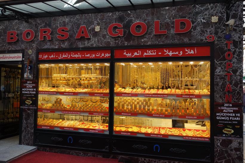 Guldaffär i en av gränderna i anslutning till Grand Bazaar, Istanbul.