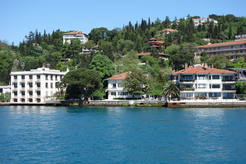 Fina hus i perfekt läge vid Bosporen, Istanbul.
