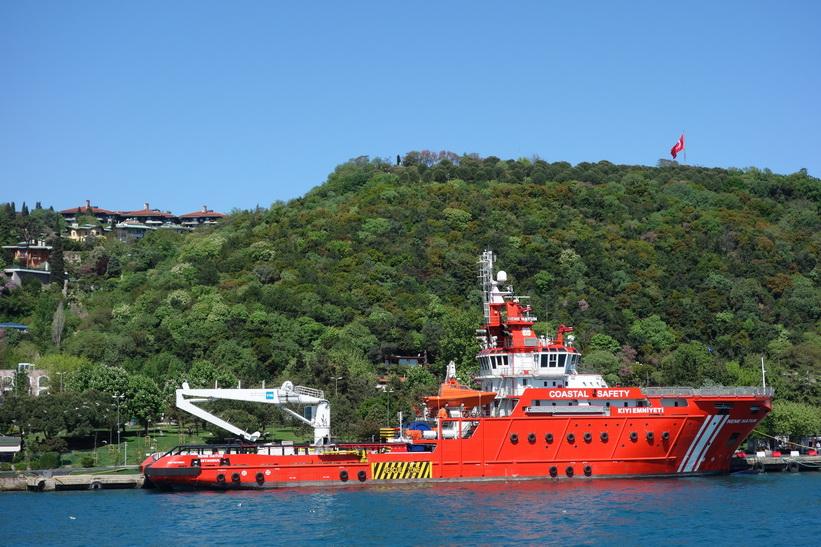 Sjöräddningsfartyg i Bosporen, Istanbul.