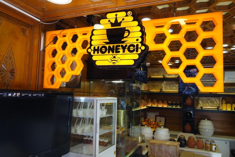 Berömda Honeyci längs Güneşli Bahçe i centrala Kadiköy, Istanbul.
