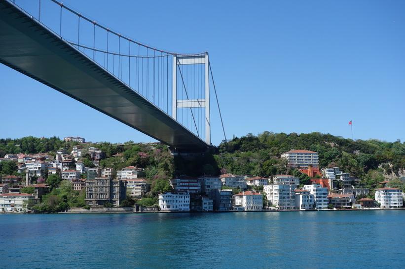 Bebyggelsen vid brofästet till den andra Bosporen-bron, Istanbul.