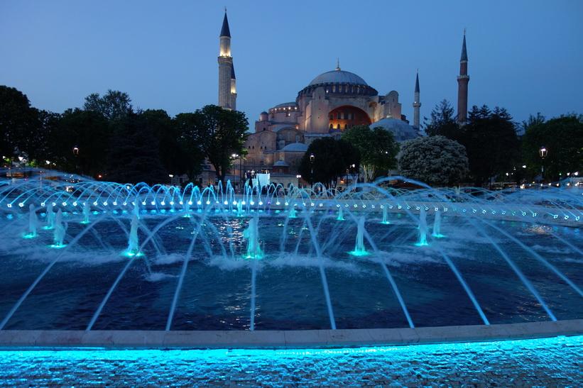 Världsberömda Hagia Sophia i skymning, Sultanahmet, Istanbul.