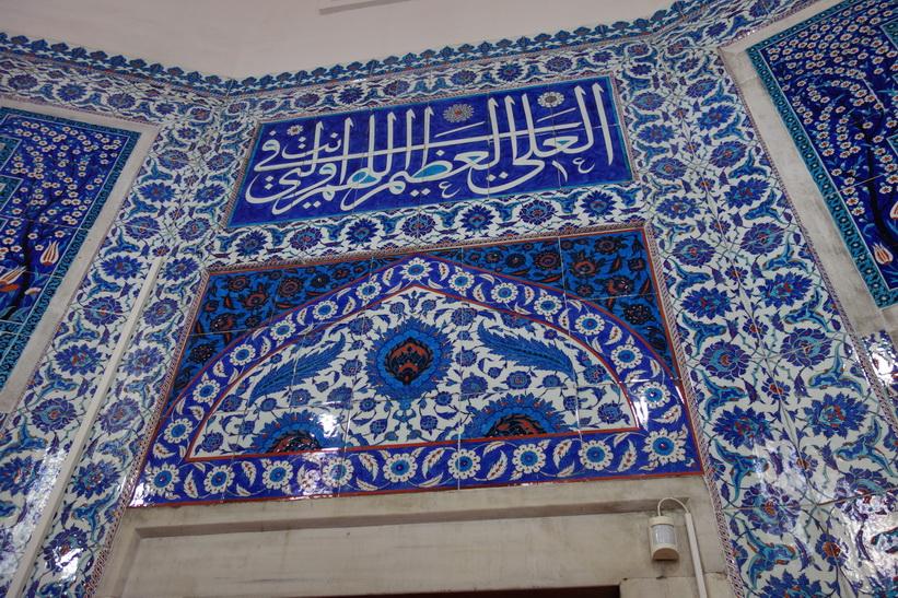 Konsten på väggarna är fantastisk inne i byggnaden med de Ottomanska gravarna vid Süleymaniyemoskén, Istanbul.