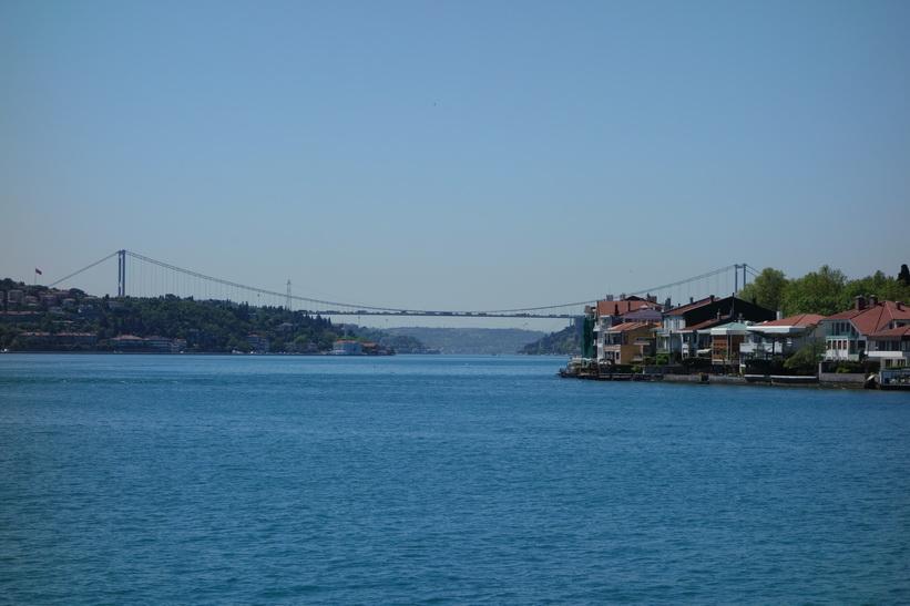 De två Bosporen-broarna på håll, Istanbul.