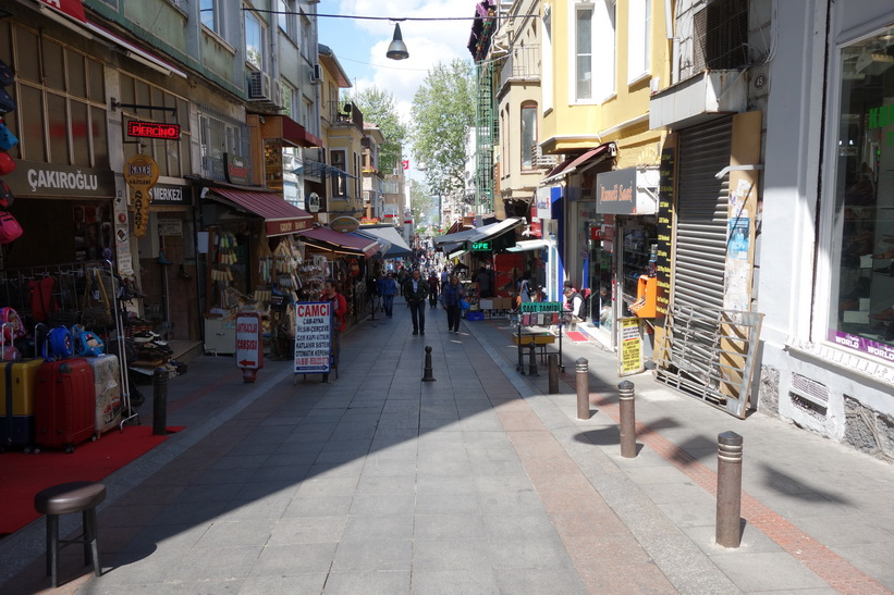 Gatuscen i centrala Kadiköy, Istanbul.