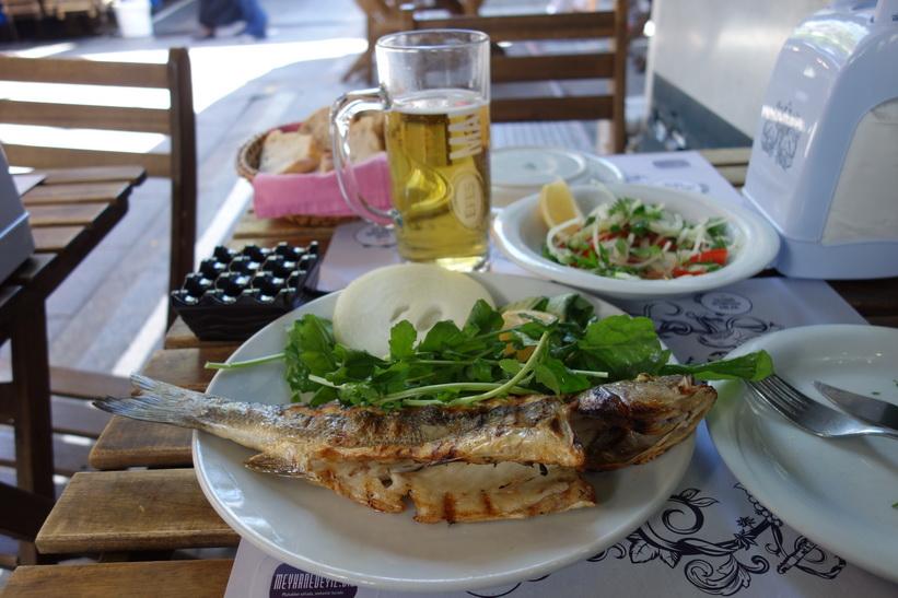 Min lunch på fiskrestaurangen Kadı Nimet Balıkçılık, Kadiköy, Istanbul.