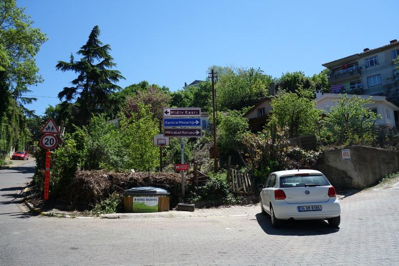 Promenad upp till Khedive Palace (Hidiv Kasri på turkiska) efter en kort bussresa från Anadolu Kavağı, Istanbul.