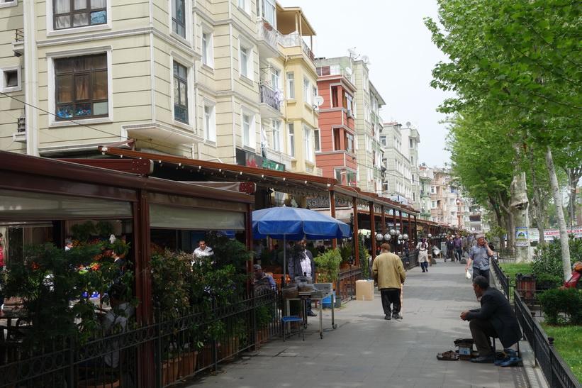 Restauranger längs gatan İtfaiye Caddesi, Istanbul.