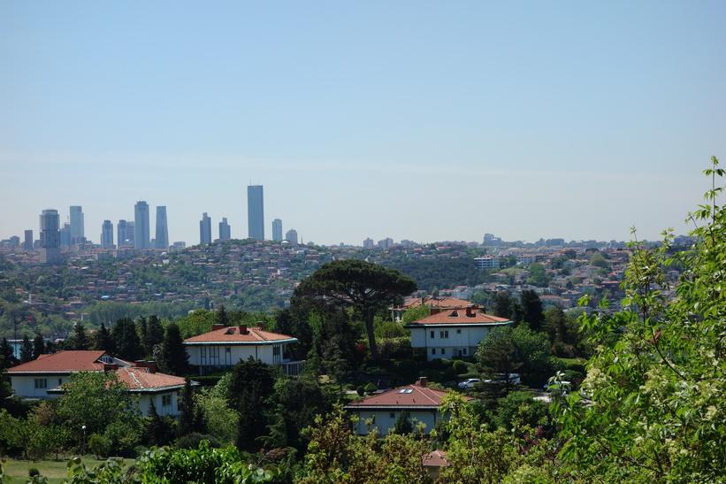Utsikten över Bosporen mot den europeiska sidan från Khedive Palace (Hidiv Kasri), Istanbul.