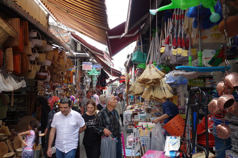 Gatuscen i stadsdelen Tahtakale, Istanbul.