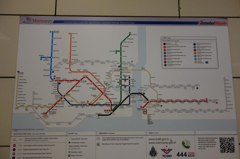 Karta över kollektvitrafiken i Istanbul.