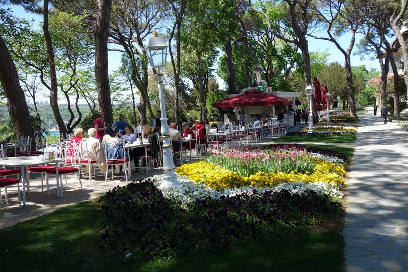 Restaurangen i trädgården vid Khedive Palace (Hidiv Kasri), Istanbul.