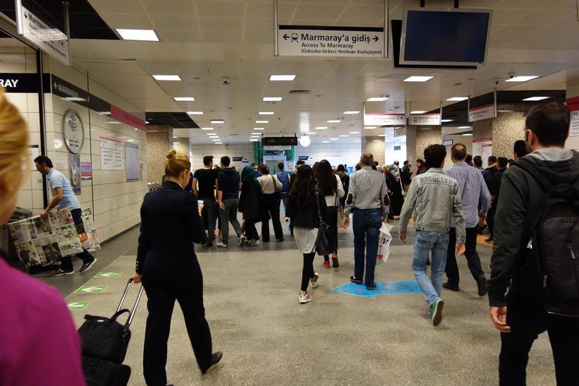 Metrostation Üsküdar, Istanbul.