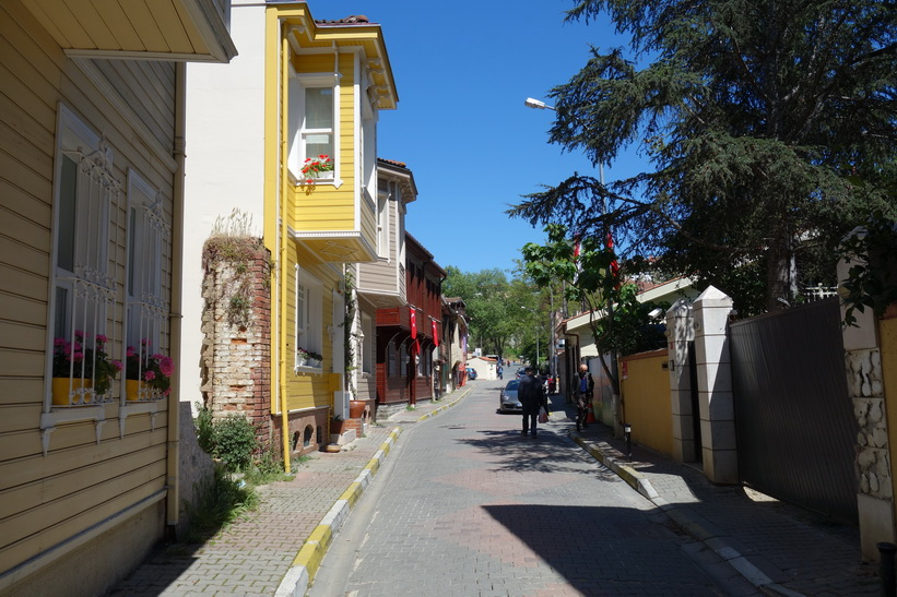 Gatuscen i Kanlica vid promenaden ner från Khedive Palace (Hidiv Kasri), Istanbul.